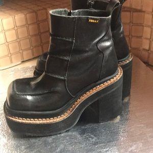 Sonax platform boots black leather short heels